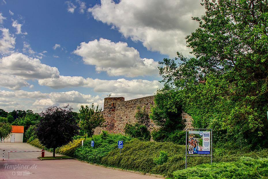 Templiner Stadtmauer vom Berliner Tor aus gesehen