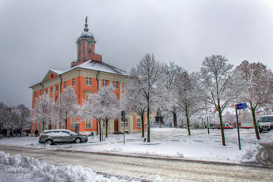 Templiner Marktplatz mit Historischem Rathaus im Schnee