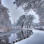 Winter am Kanal - Blick Richtung Stadt mit Kirchturm der Maria-Magdalenen-Kirche