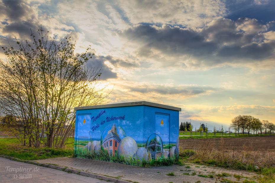 Das Trafohaeuschen in Näher der Aral-Tankstelle am Ortsausgang Richtung Densow/Lychen