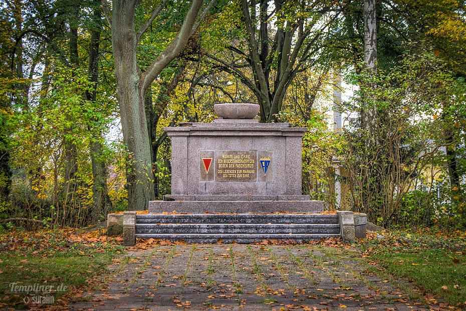 Ruhm und Ehre Denkmal in der Bahnhofstraße