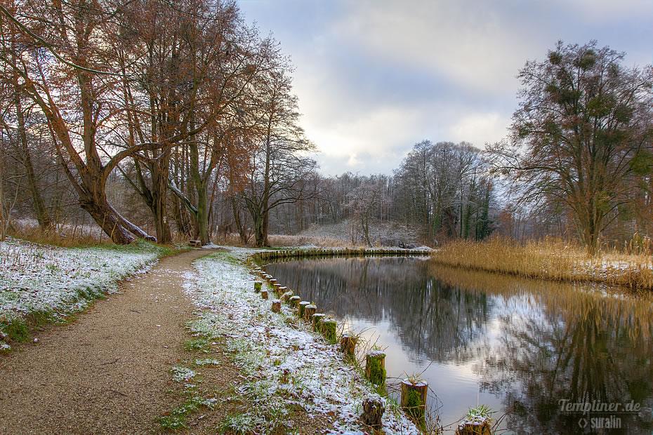Winteransicht am Kanal